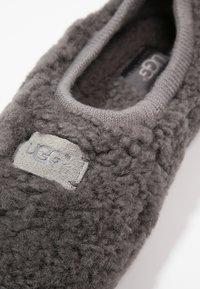UGG - BIRCHE - Slippers - grey - 5