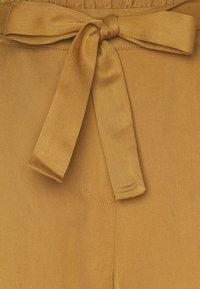 Nümph - NUBRONTE TOYON PANTS - Bukse - bronze brown - 2