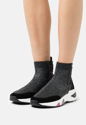 HOA  - High-top trainers - black