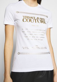 Versace Jeans Couture - Triko spotiskem - white/gold - 3