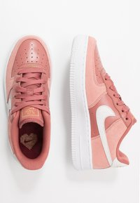 Nike Sportswear - AIR FORCE 1 LV8 V DAY - Trainers - pink quartz/white/canyon pink/metallic gold - 0