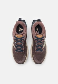 New Balance - HIERRO - Trail running shoes - brown - 3