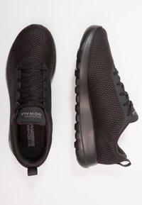 Skechers Performance - GO WALK MAX - Chaussures de course - black - 1