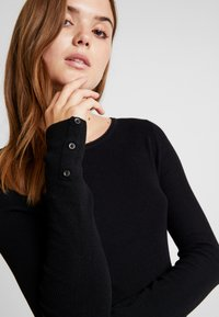 ONLY - ONLIZA BUTTON - Jersey de punto - black - 4