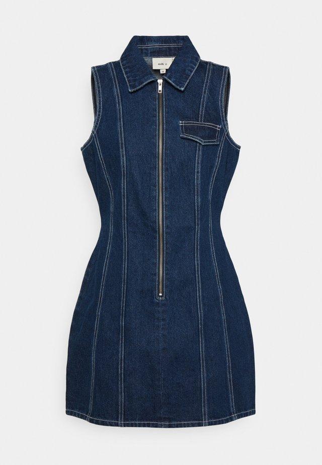 FLYER DRESS - Vestito di jeans - indigo
