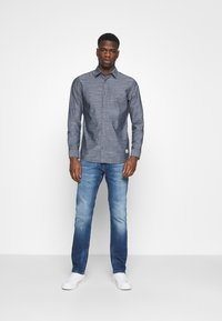 Tommy Jeans - SCANTON 132 MID STRETCH - Jeans Slim Fit - denim - 1