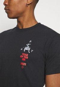 HUF - YEAR OF THE OX TEE - Print T-shirt - black - 6