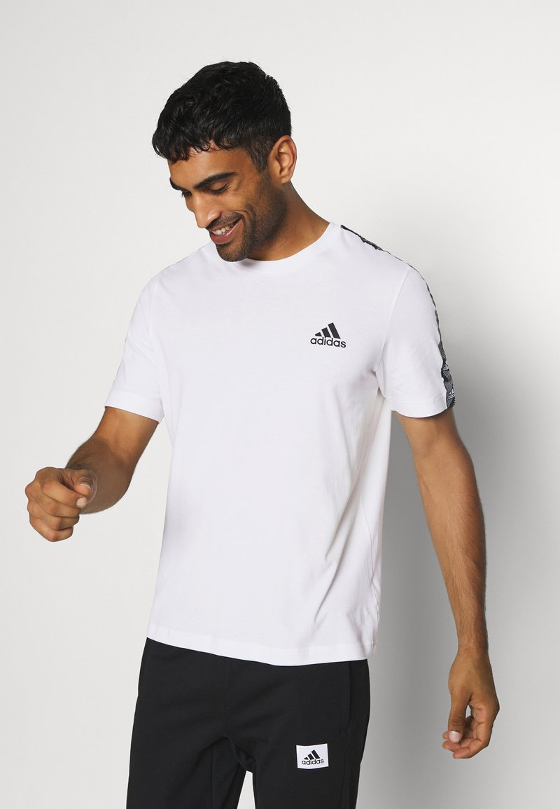 adidas Performance - ESSENTIALS TRAINING SPORTS SHORT SLEEVE TEE - Camiseta estampada - white/black