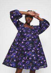 Résumé - CLAUDIA DRESS - Day dress - electric blue - 3