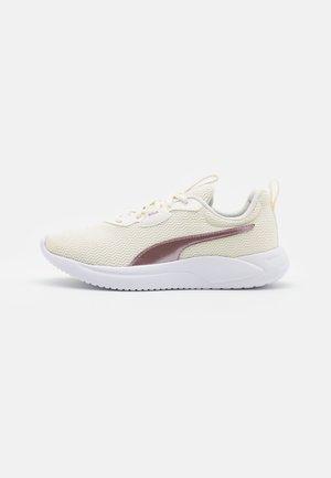 RESOLVE METALLIC - Neutral running shoes - marshmallow/lotus