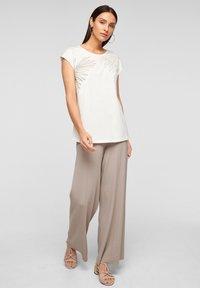 s.Oliver BLACK LABEL - Trousers - light grey - 1