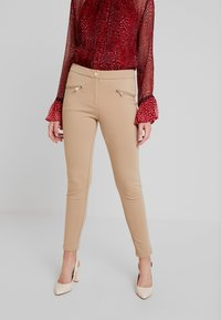 Cortefiel - PONTE BASIC TROUSERS WITH ZIPPER POCKETS - Leggings - Trousers - beige - 0