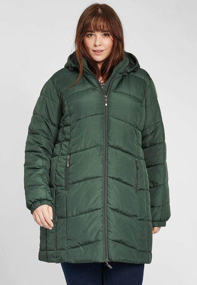 PADDED LONGLINE COAT - Winter coat - green