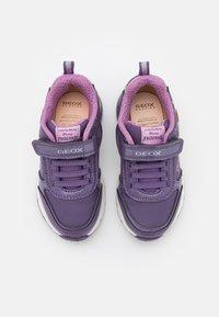 Geox - DISNEY FROZEN ELSA ANNA JUNIOR SPACECLUB GIRL - Sneakers laag - purple/mauve - 3