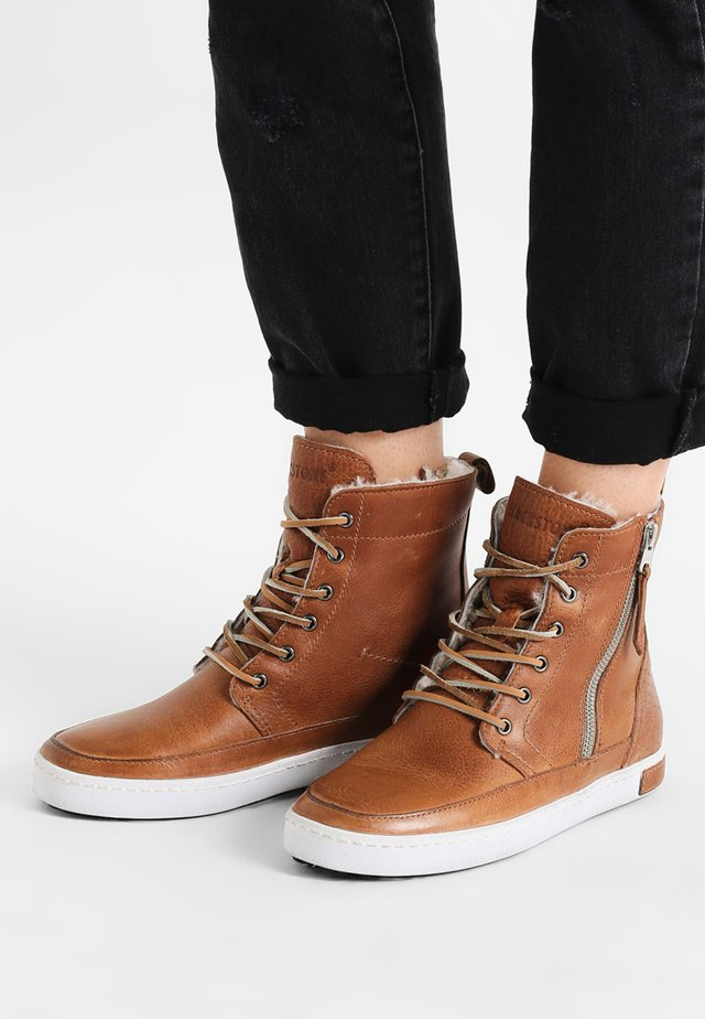 Lace-up ankle boots - cuoio