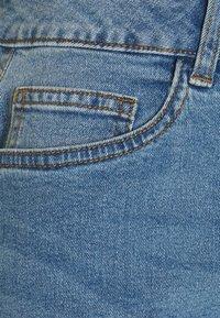 Noisy May - NMKATY SLIM MOM - Jeansshorts - medium blue denim - 2