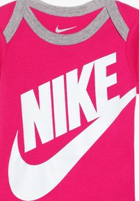 Nike Sportswear - FUTURA LOGO HAT BOOTIE BABY SET - Body - rush pink - 3