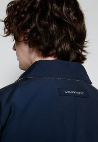 Lyle & Scott - ARCHIVE TWIN POCKET RELAXED FIT - Tunn jacka - dark navy - 6