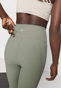 Cotton On Body - POCKET 7/8 - Leggings - basil green