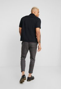 Only & Sons - ONSLINUS CHECK PANT  - Tygbyxor - griffin - 2