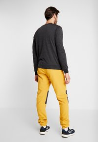 The North Face - GLACIER PANT - Spodnie treningowe - yellow/black - 2