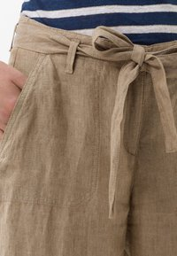 BRAX - STYLE MAINE - Trousers - toffee - 3