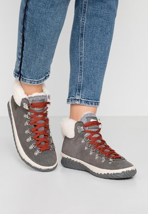 OUT N ABOUT PLUS CONQUES  - Lace-up ankle boots - quarry