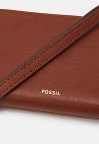 Fossil - LOGAN - Wallet - brown - 3
