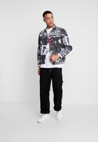 Diamond Supply Co. - FIGHT SHORT SLEEVE TEE - T-shirt z nadrukiem - white - 1