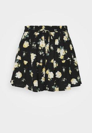 Shorts - black floral
