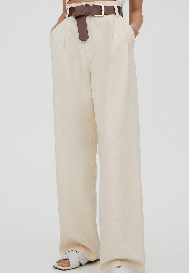 MIT HOHEM BUND - Stoffhose - beige