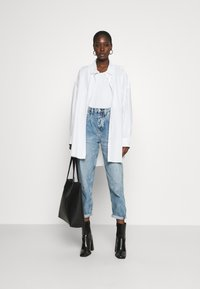 Calvin Klein Jeans - BAGGY - Relaxed fit jeans - denim light - 1