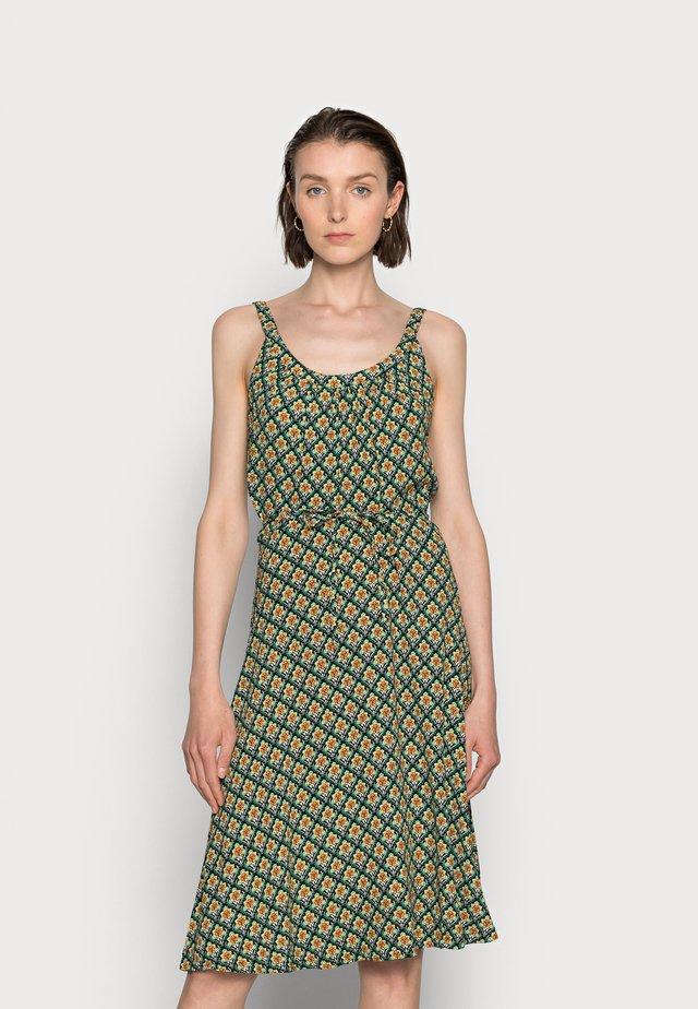 ALLISON MIDI DRESS PALMER - Denní šaty - fern green