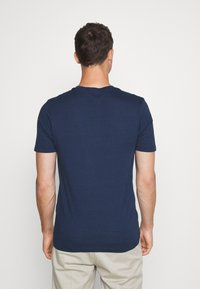 Selected Homme - SHDTHEPERFECT ONECK TEE - Printtipaita - estate blue/black - 2