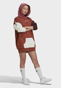 adidas Originals - HOODED DRESS CB - Hoodie - multicolor - 1