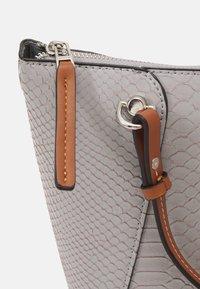 PARFOIS - SNAKIE SET - Handbag - light blue - 4