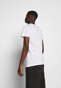 Lee - TWIN 2 PACK - T-shirt con stampa - white/green - 2