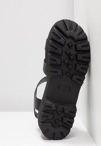 Buffalo - ELMA - Sandály na platformě - black - 6