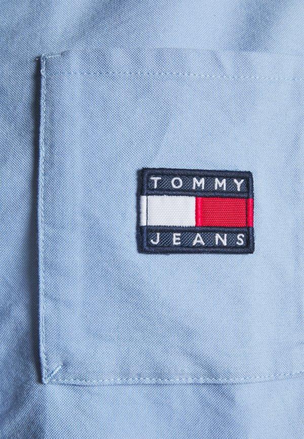 Tommy Jeans REGULAR BADGE SHIRT - Koszula - moderate blue/jasnoniebieski QGTZ