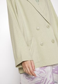 Monki - TWIGGY - Manteau court - green dusty light/salt and pepper - 5