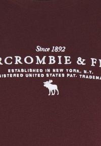 Abercrombie & Fitch - TECHNIQUE LOGO EUROPE - Print T-shirt - burg - 5