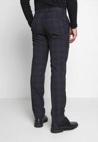 Ben Sherman Tailoring - OVERCHECK SUIT SLIM FIT - Oblek - navy - 5
