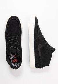 Nike SB - ZOOM JANOSKI MID CRAFTED - Korkeavartiset tennarit - black/pale ivory - 1