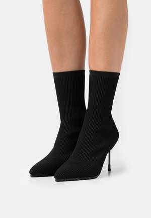 BARBICAN DRENCH - High heeled ankle boots - black