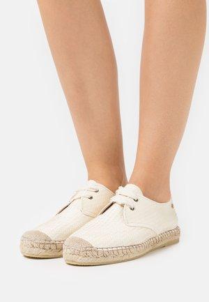 Volnočasové šněrovací boty - offwhite