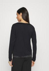 Calvin Klein Underwear - V NECK - Pyjama top - black - 2