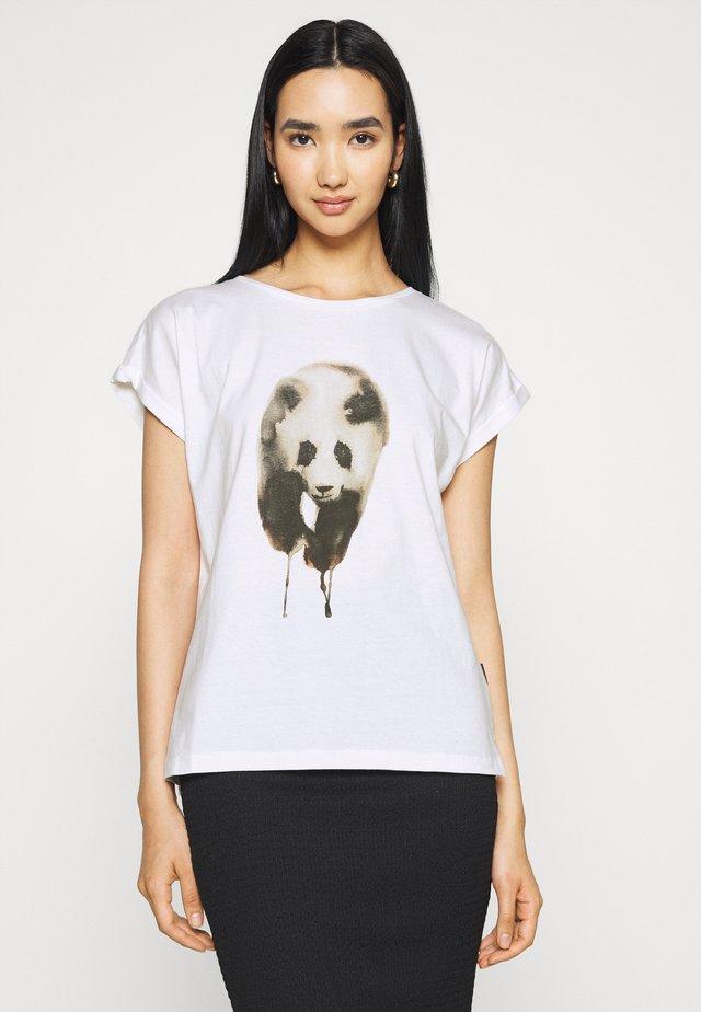 VISBY PAINTED PANDA  - Triko spotiskem - white