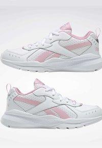 Reebok - SPRINTER  - Chaussures de running neutres - white - 5