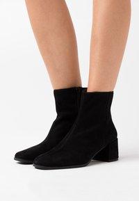 Vagabond - STINA - Classic ankle boots - black - 0