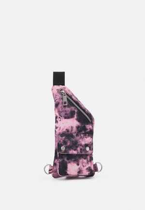 TIE DYE CLIP POCKET CROSSBODY BAG UNISEX - Riñonera - pink
